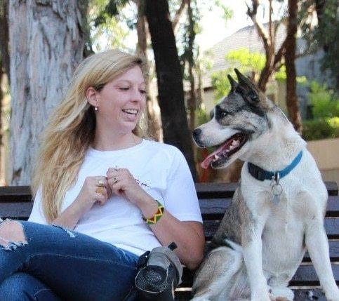 גסיקה לואיס מדברים עם כלבים